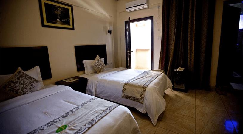 jazeera-palace-hotel-deluxe-room-min