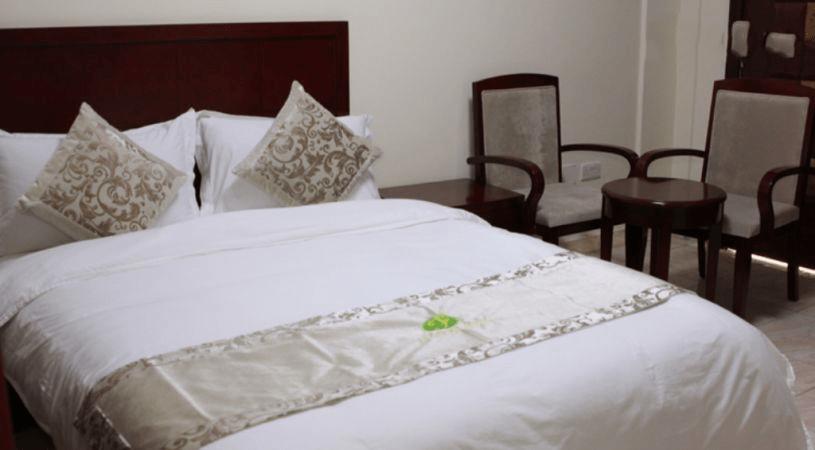 jazeera-palace-hotel-deluxe-room1-min