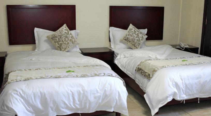 jazeera-palace-hotel-deluxe-room3-min